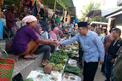 Blusukan Doktor Zul di Pasar Labuan Sumbawa, dari Selfi Hingga Minum Jamu