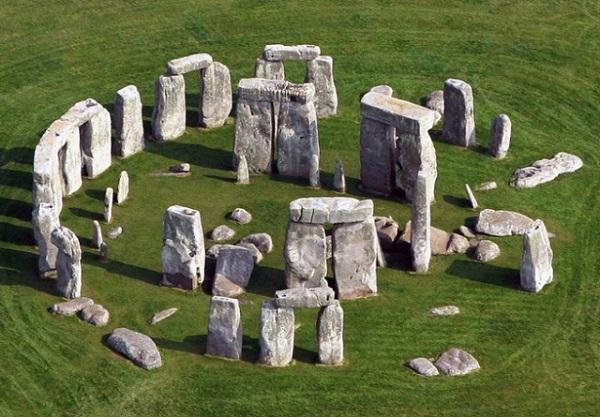 Stone Henge salah satu penemuan arkeologi yang sangat spektakuler