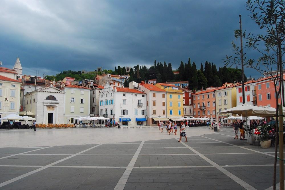 la belle place Tartini, où se trouvait avant le port de pêche de la ville.
