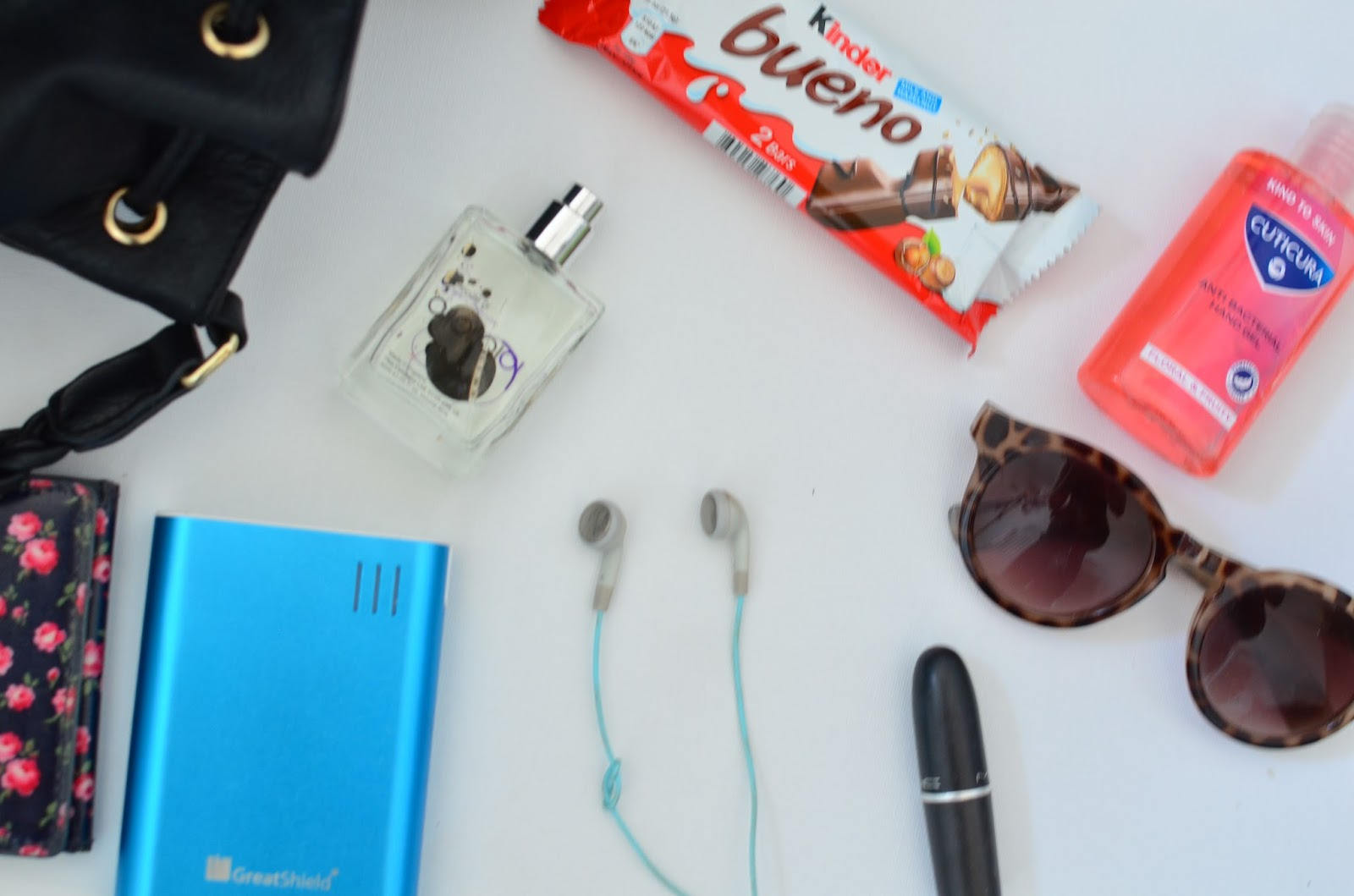 Recently I Was Challenged By Kinder Bueno To Show What Really In My Handbag On Blog Be Honest More Than Hy Agree As One Of