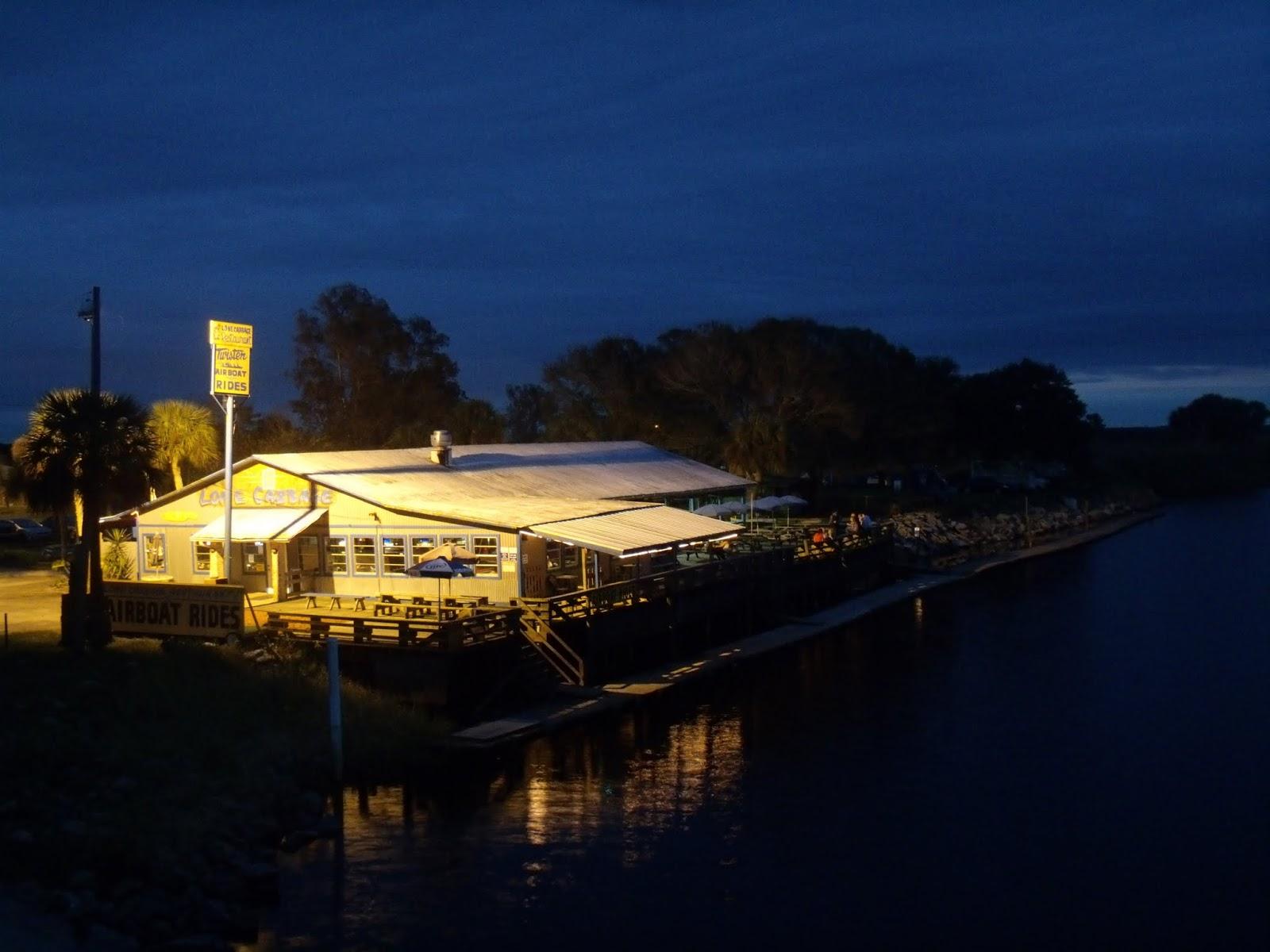 Lone Cabbage Camp de noche