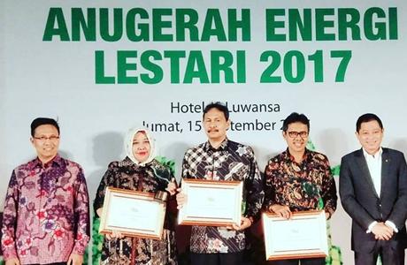 Lagi, Gubernur Irwan Terima Penghargaan
