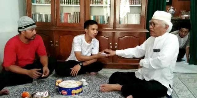 Gus Mus Beri Uang Saku Pengedit Video Dirinya dan Kiai Ma'ruf