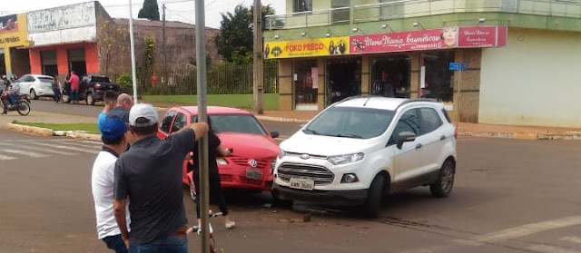 Roncador: Carros se envolvem em colisão na Avenida São Pedro