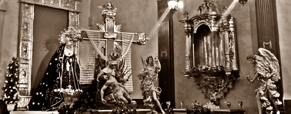Virgen de las Angustias y Nuestra Señora de la Soledad en la capilla de Santa Nonia. Cofradía de Nuestra Señora de las Angustias y Soledad. León. Foto G. Márquez.