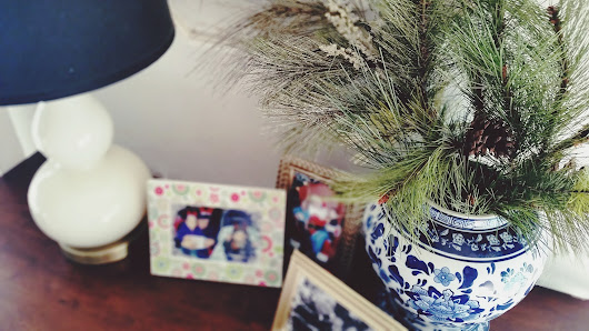 Decorating the Apartment for Christmas: Home Tour