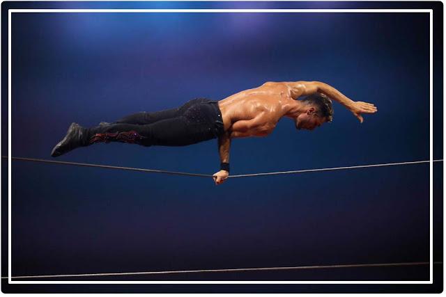 équilibriste Cirque Origines d'Alexis Gruss avecGeoffrey Berhault au Double fil