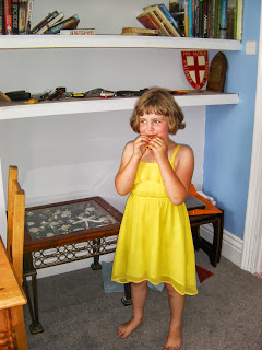 girl eating brioche