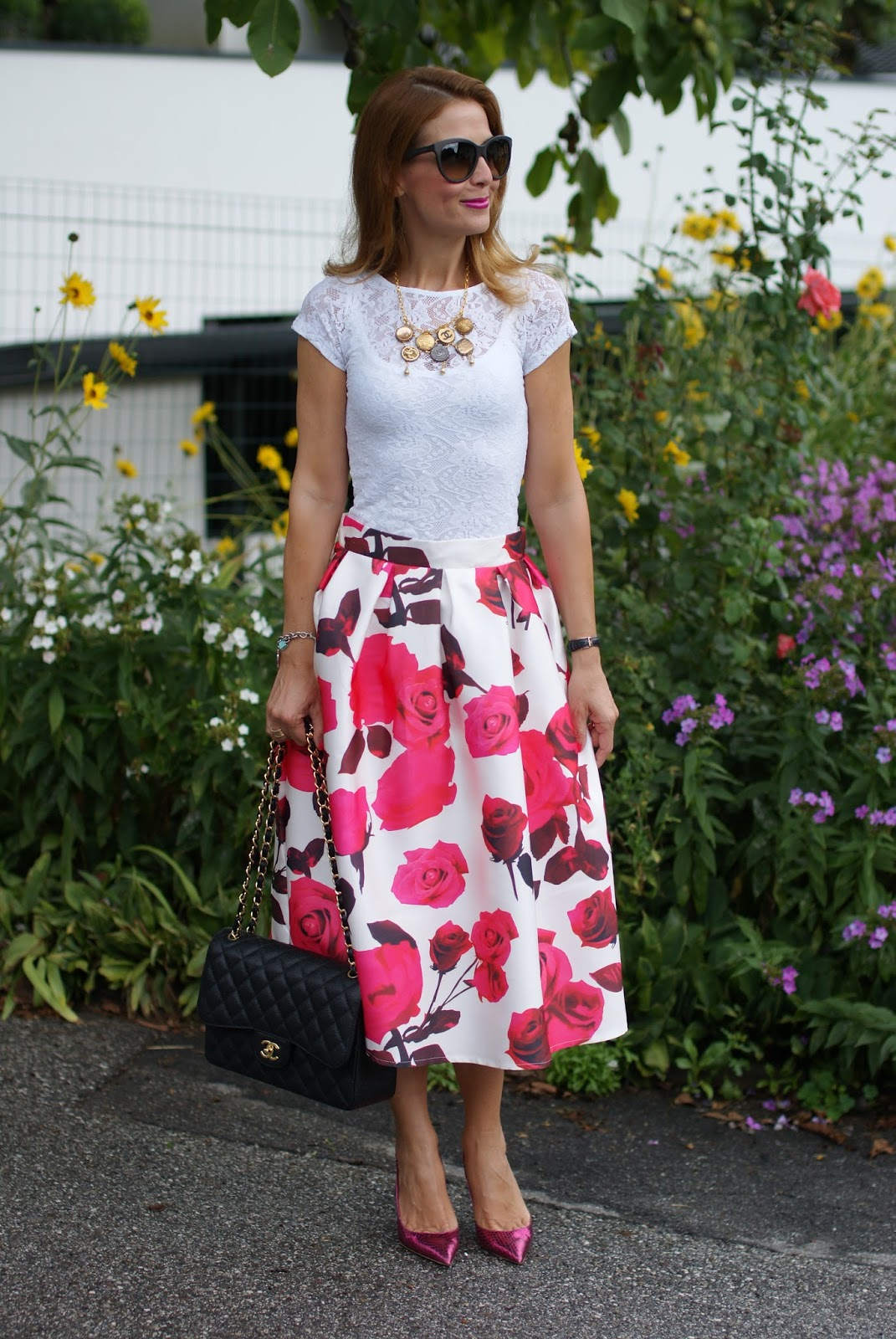 Rosa Secca Cosa Fare rose print midi skirt and chanel bag: romantic outfit