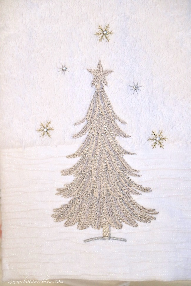 christmas-guest-bath-silver-tree-towel