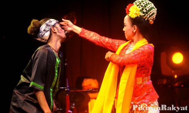 Tari Cikeruhan dari Jawa Barat