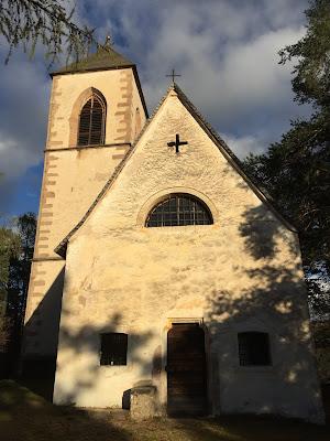 Chiesa St. Georg und Jakob (below Soprabolzano).