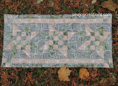 Rock city batiks quilted table runner