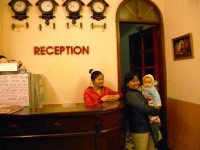 resepsionis di hanoi advisor hotel vietnam