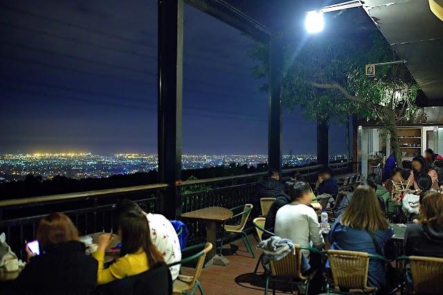 9017 - 岳家莊夜景咖啡廳,超隱密遼闊夜景盡收眼底,還有多款桌遊讓你們玩到嗨!