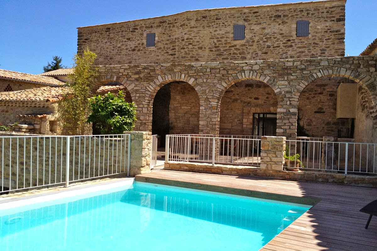 Rent a Large Villa in Provence
