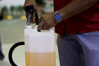 Postos que comercializarem combustíveis em vasilhames podem ser multados, alerta Procon-PB