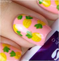ananasy na paznokciach