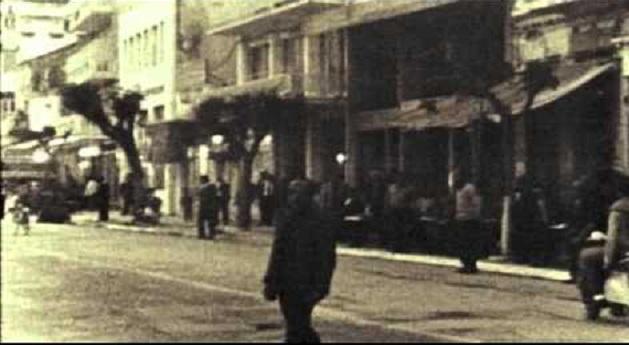 Η υποστολή της σημαίας, ένα απόγευμα του 1973, στη προκυμαία της Μυτιλήνης