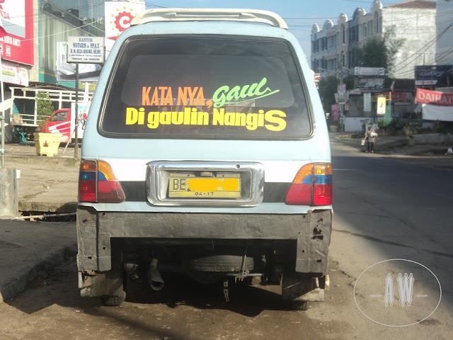 Foto Tulisan Lucu Pada Mobil Angkot