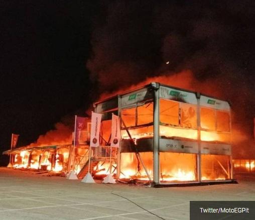 Garasi tempat menyimpan motor lsitrik untuk dipakai tes, terbakar di sirkuit Jerez