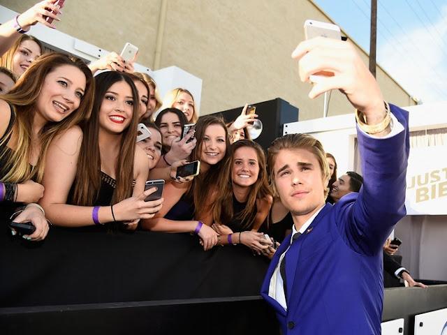 Justin Bieber dice que no se tomará más fotos con sus fanáticos y las redes reaccionan.