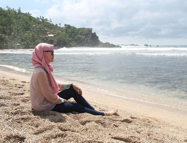 foto pemandangan pantai siung