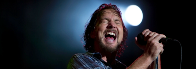eddie vedder singing live in concert