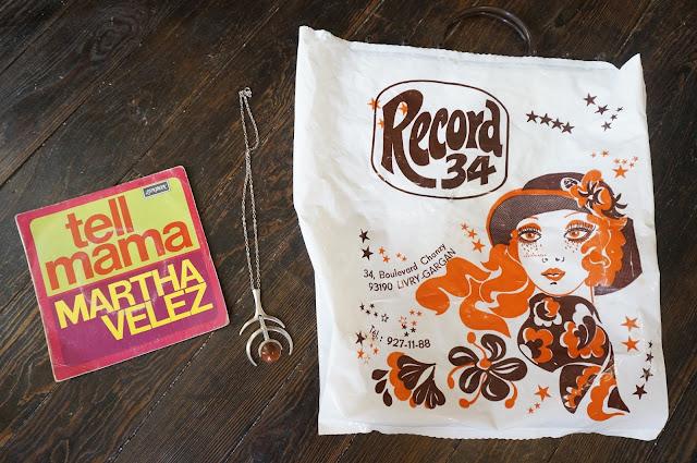 """Martha Velez """"Tell mama"""" 70s shop clothes fashion bag modernist necklace collier années 70"""
