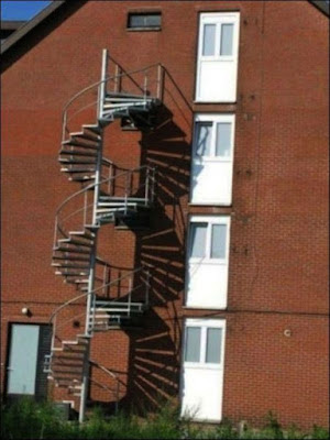 Escalier de secours extérieur pas aux normes