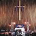 Billie faz seu show em igreja, no festival SXSW