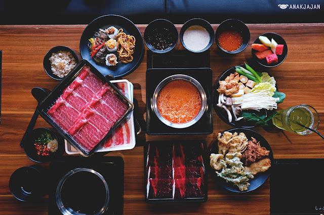 Hidangan Makanan Malam Indah Dengan Shabu Shabu