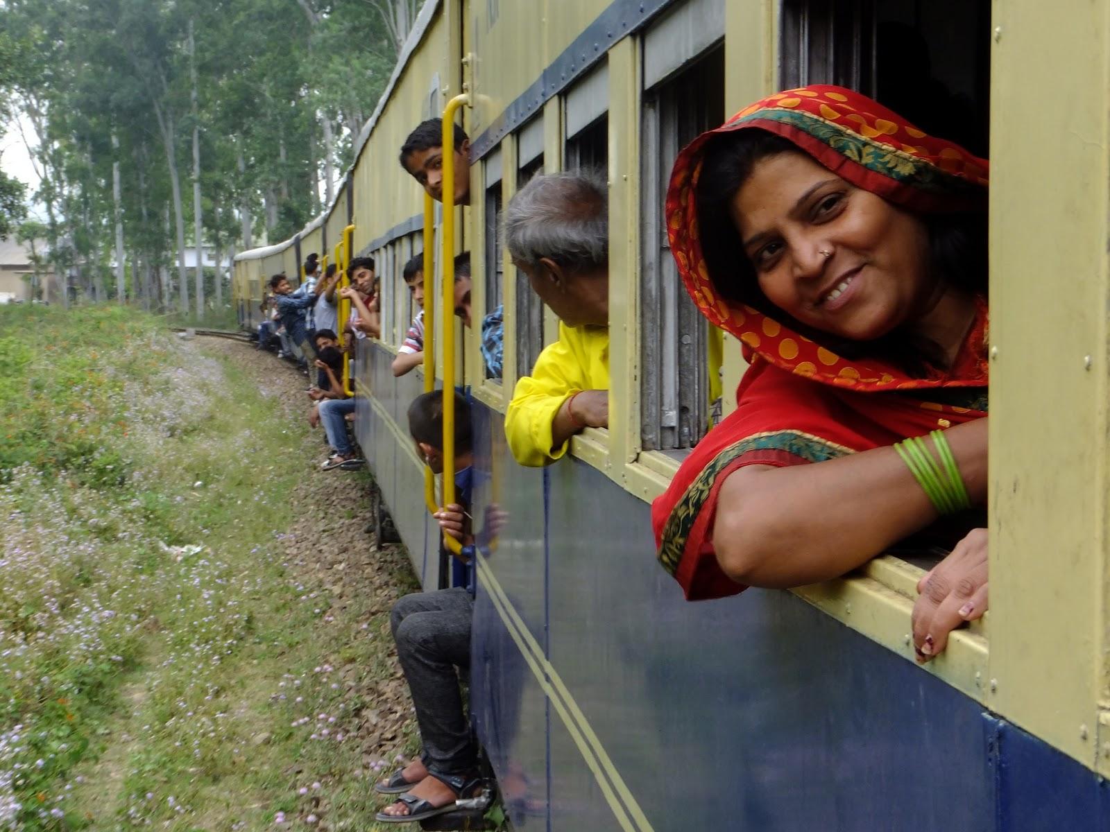 мечтает поезда в индии с людьми фото необычный, двухслойный одну