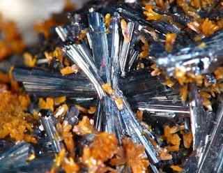 Hutchinsonita - - Los diez minerales mas peligrosos del mundo
