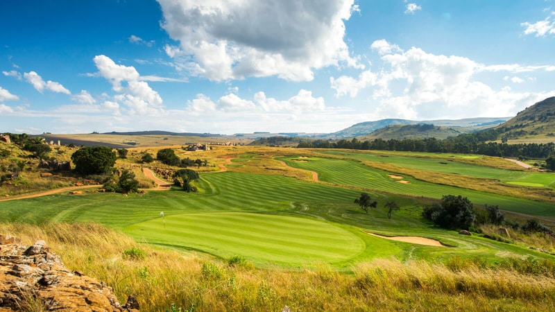 Hotelier+Indonesia+Golf:+Around+the+World+in+18+Golf+Courses