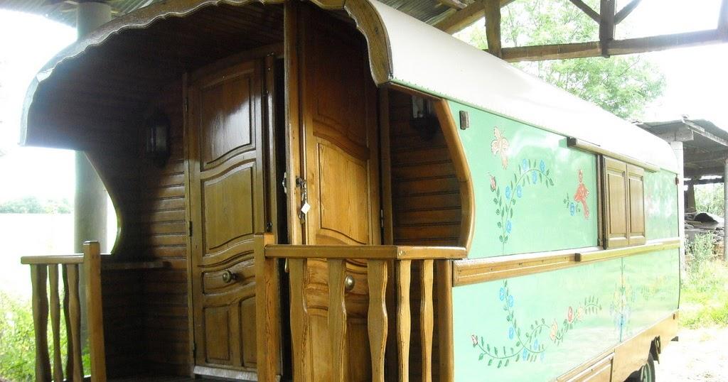 burguscircus magnifique roulotte vendre. Black Bedroom Furniture Sets. Home Design Ideas