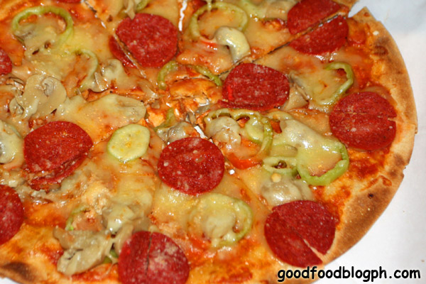 New+York+Pizza - Filipino Pizza at MJ's Café Bar