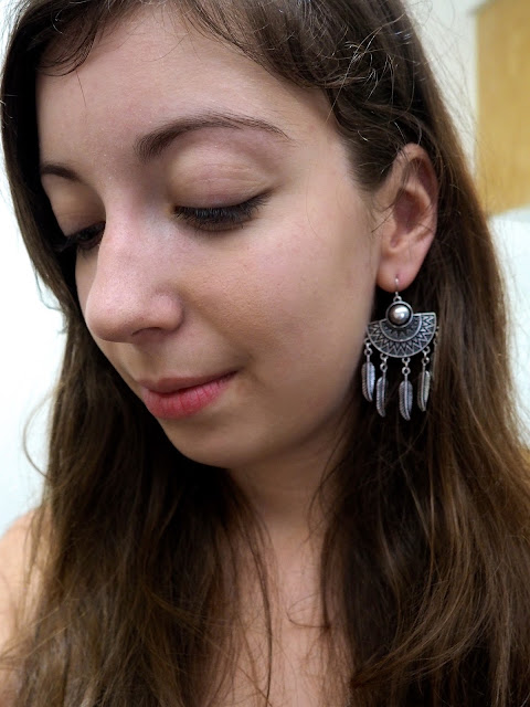 Black is the new Black | outfit jewellery details of large chunky tribal silver earrings
