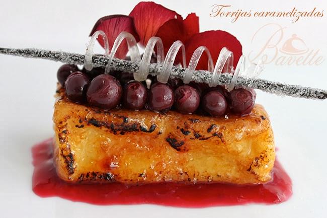 Torrija caramelizada con frutos rojos