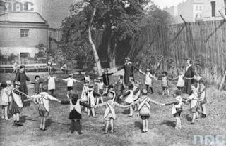 Zabawy współczesnych dzieci, a dawniej_