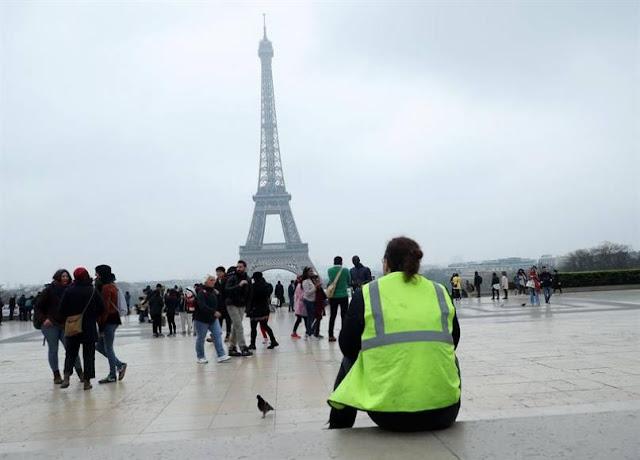 """El centro de la ciudad de Niza (sureste de Francia) fue este sábado por la mañana el primer escenario de algunos incidentes entre """"chalecos amarillos"""" y la policía a causa de una concentración dentro del perímetro donde las autoridades habían prohibido toda manifestación."""