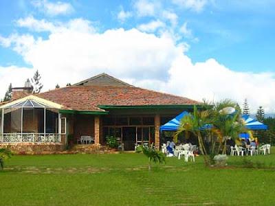 Decoraciones y mas modernas casas de campo en el 2013 for Cuanto cuesta hacer una piscina en colombia