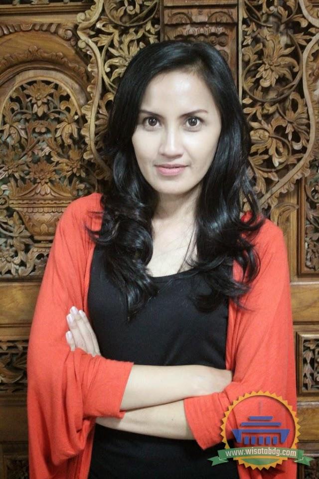 Profil Vina Ferina Pemeran Ceu Esih (Istri Kang Mus) di Sinetron Preman Pensiun