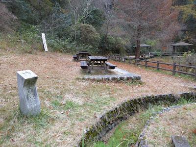 くろんど園地・ハイキング すいれん池 大阪みどりの百選 石碑