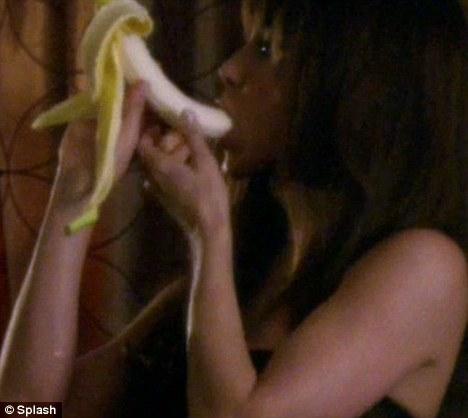 jennifer aniston managment sex scene