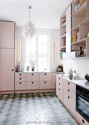 armário de cozinha cor de rosa