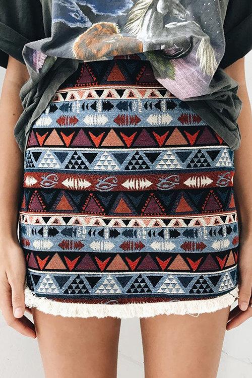 https://www.yoins.com/Boho-Random-Geometric-Print-Tassel-Hem-A-line-Skirts-p-1133498.html