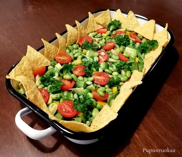 vegaaninen texmex-salaatti