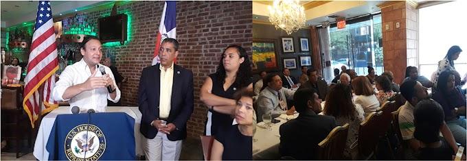 Espaillat y alcalde de Santiago encabezan encuentro comunitario en el Alto Manhattan