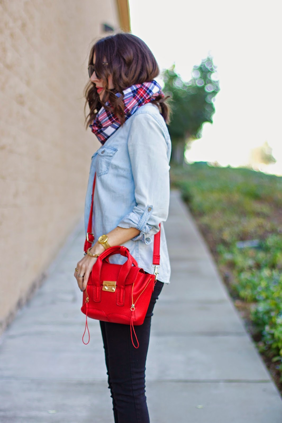 what-to-wear-with-a-red-purse